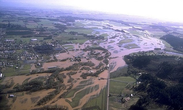 Aerial photo of the Willamette River flood of 1996.